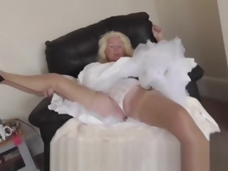 amateur HQ upskirt video stockings